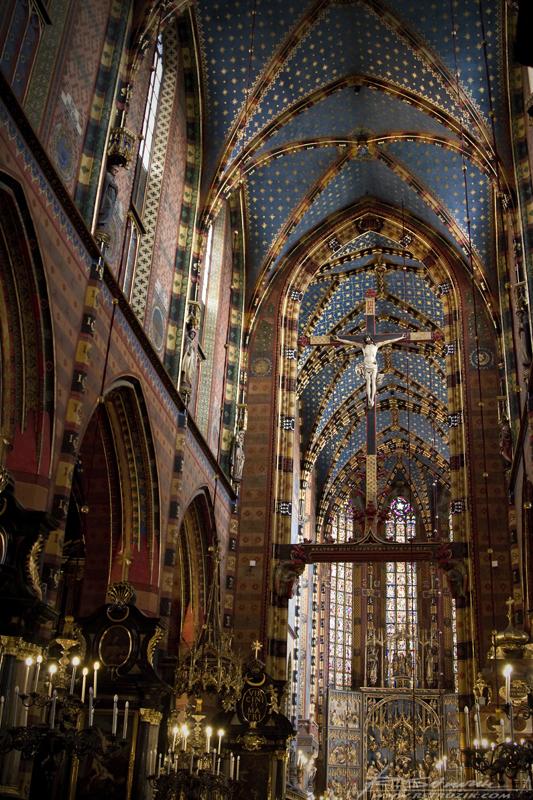 Kraków, Kościół Mariacki. Od posadzki po sklepienie wyjatkowy.
