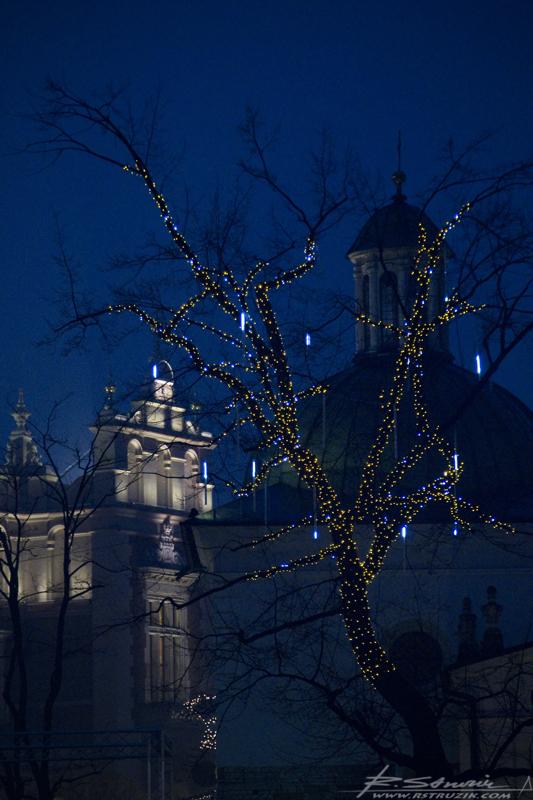 Kraków, Rynek. Ozdoby świąteczne na ulicach Krakowa.
