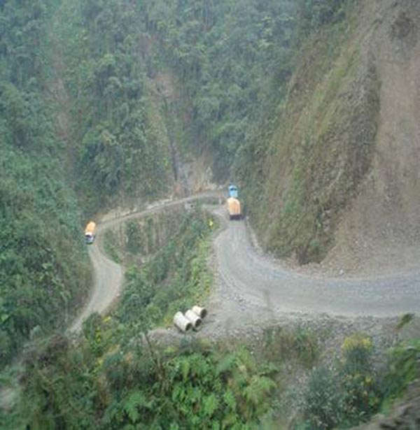 Bolivian Highway - Deadly Bolivian Highway - Twists of the slopy road