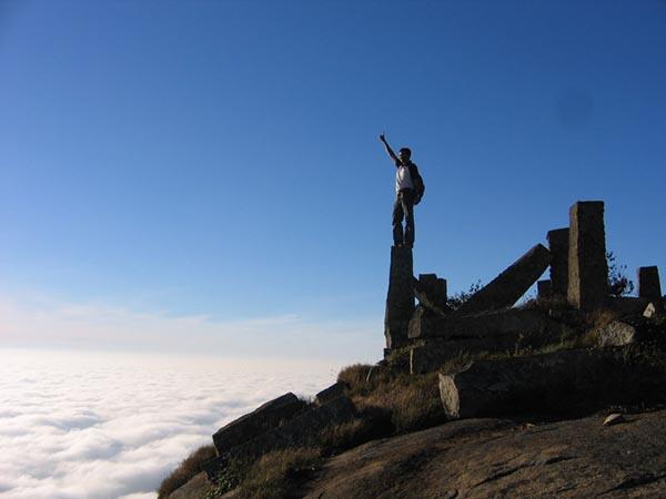 Kalavaarahalli betta [skanda giri] - Standing above the clouds