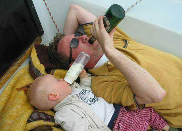 Photos of people doing stupid things - Drinking from childhood