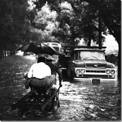 Inundação em uma rua do Rio na década de 50 ou 60