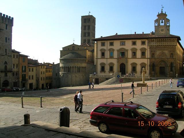 Praça central de Arezzo, na Toscana, Itália