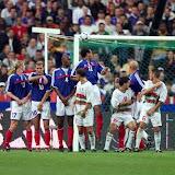 Algerian forward Djamel Belmadi (L) scores facing French defenders during the friendly soccer match France vs Algeria at the Stade de France in Saint-Denis near Paris 06 October 2001.   AFP PHOTO OLIVIER MORIN