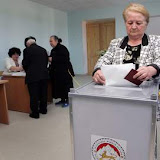 A woman casts her ballot during parliamentary elections in Tskhinvali on May 31, 2009.  The rebel Georgian region of South Ossetia voted in polls that could secure the grip of its separatist leader nine months after it was the subject of war between Russia and Georgia. AFP PHOTO/ KAZBEK BASSAYEV