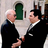 Habib Bourguiba junior (G) et le président tunisien Zine El Abidine Ben Ali, le 8 avril 2000.jpg