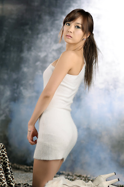 Beauty Exciting Trends: Sexy Korean Model Kim In Ae in White!