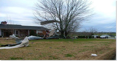 090310-tornado-damage-02
