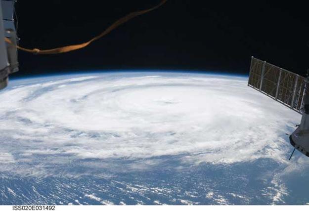 090821-hurricane-bill-02