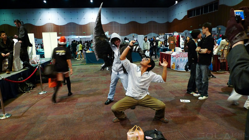 A nice pose by someone in Comic Fiesta Day 1