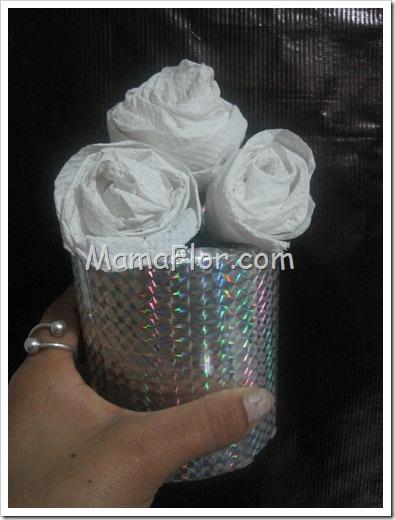 Como hacer un florero con papel higienico