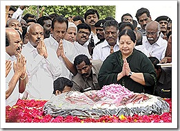 Jayalalitha_Paying_Homage