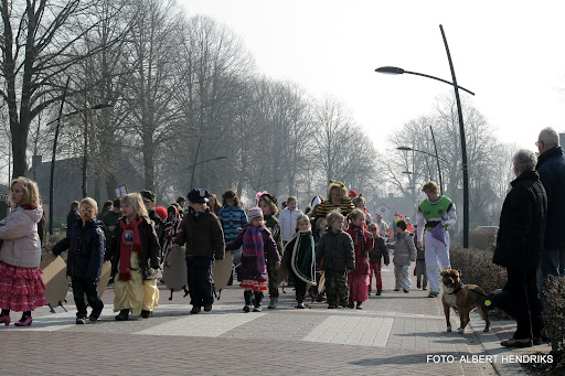 carnavalsoptocht josefschool 04-03-2011 (5).JPG
