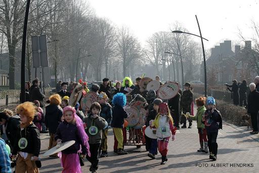 carnavalsoptocht josefschool 04-03-2011 (10).JPG