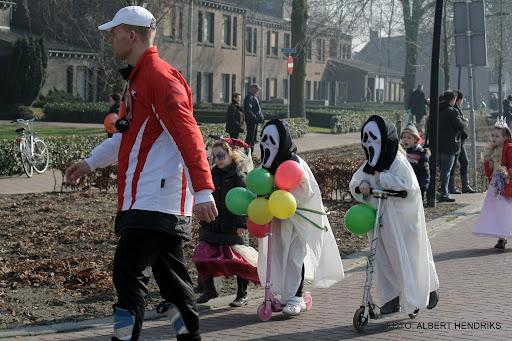 carnavalsoptocht josefschool 04-03-2011 (17).JPG
