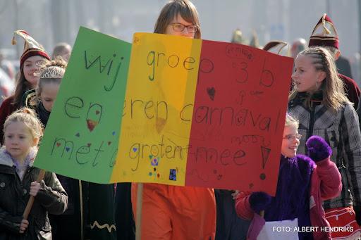 carnavalsoptocht josefschool 04-03-2011 (19).JPG