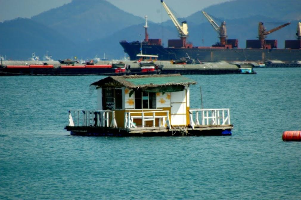 Чей-то домик неподалеку от острова Сичанг