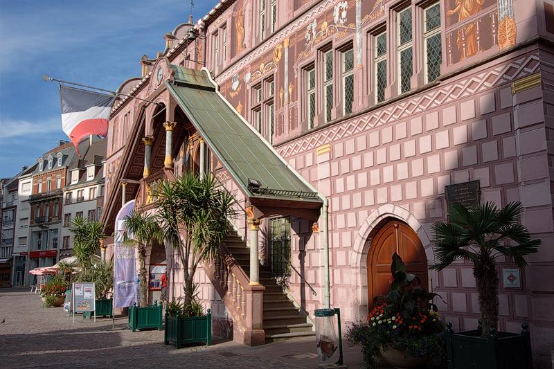 Мюлуз (Mulhouse), Франция. Place de la Reunion; городская ратуша (Hotel De Ville)