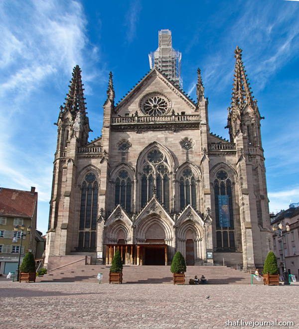 Мюлуз (Mulhouse), Франция; Place de la Reunion; костел Сент-Этьена (Temple Saint-Etienne)