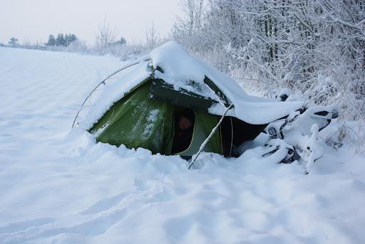 Bunker anti-froid - Page 2 Tente%20sous%20la%20neige