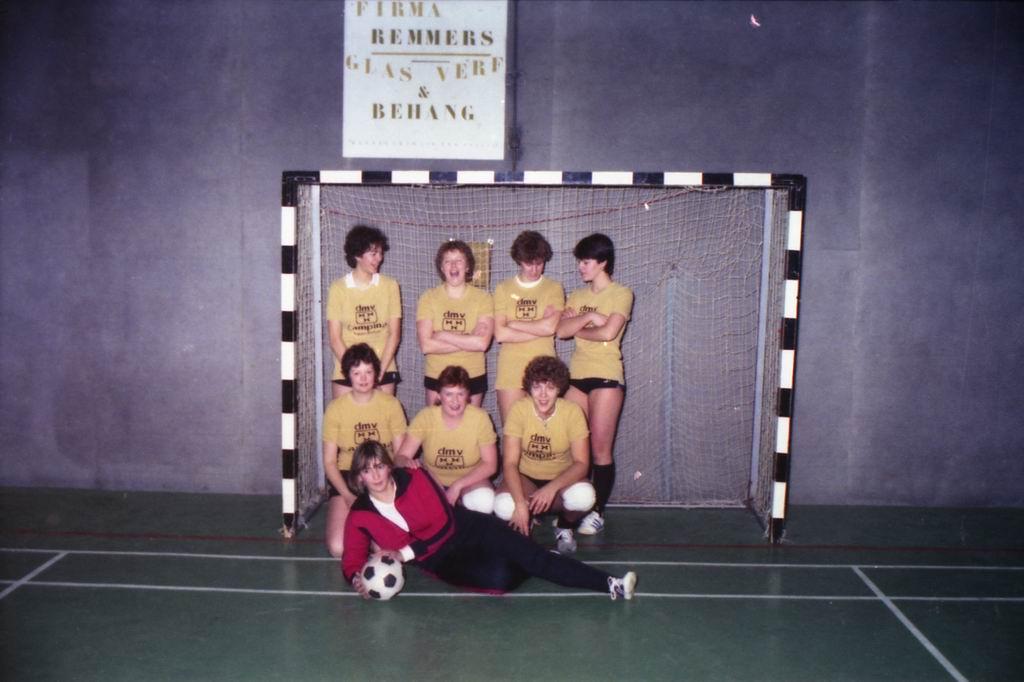 1982 - DMV - MCM Zaalvoetbal 1-18.jpg