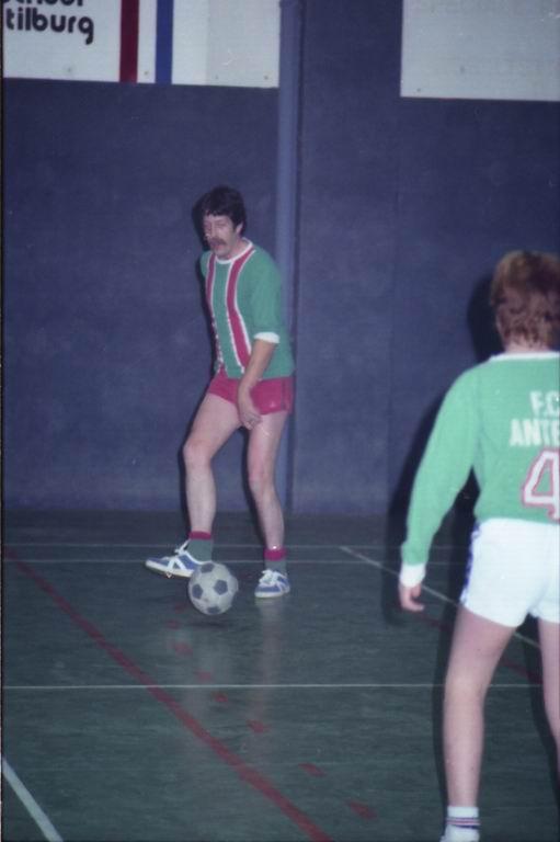 1982 - DMV - MCM Zaalvoetbal 2-11.jpg