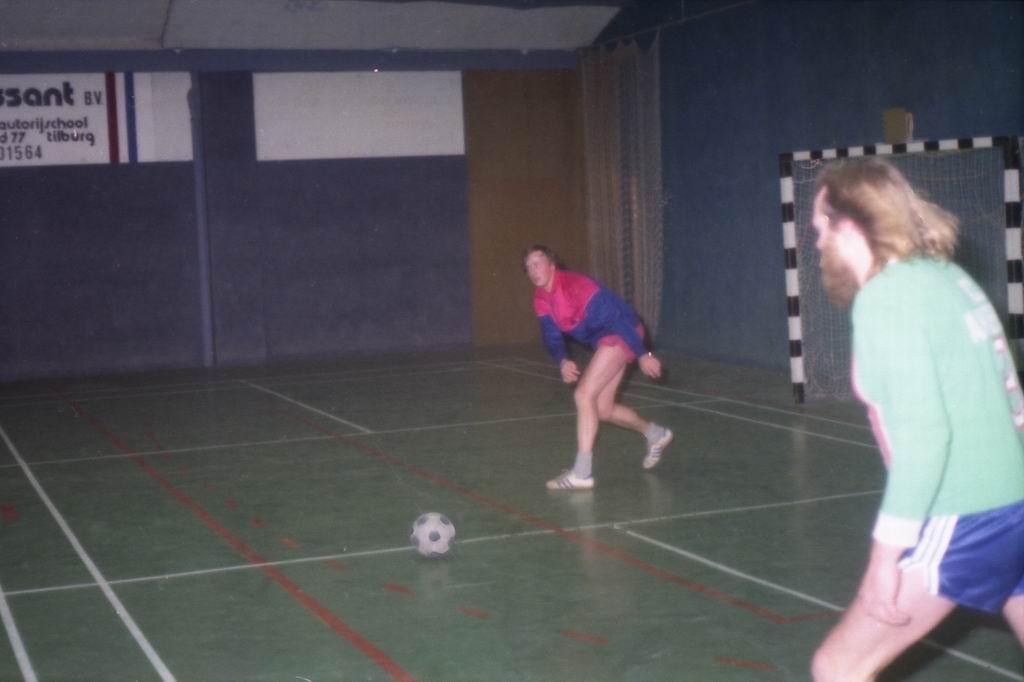 1982 - DMV - MCM Zaalvoetbal 2-14.jpg