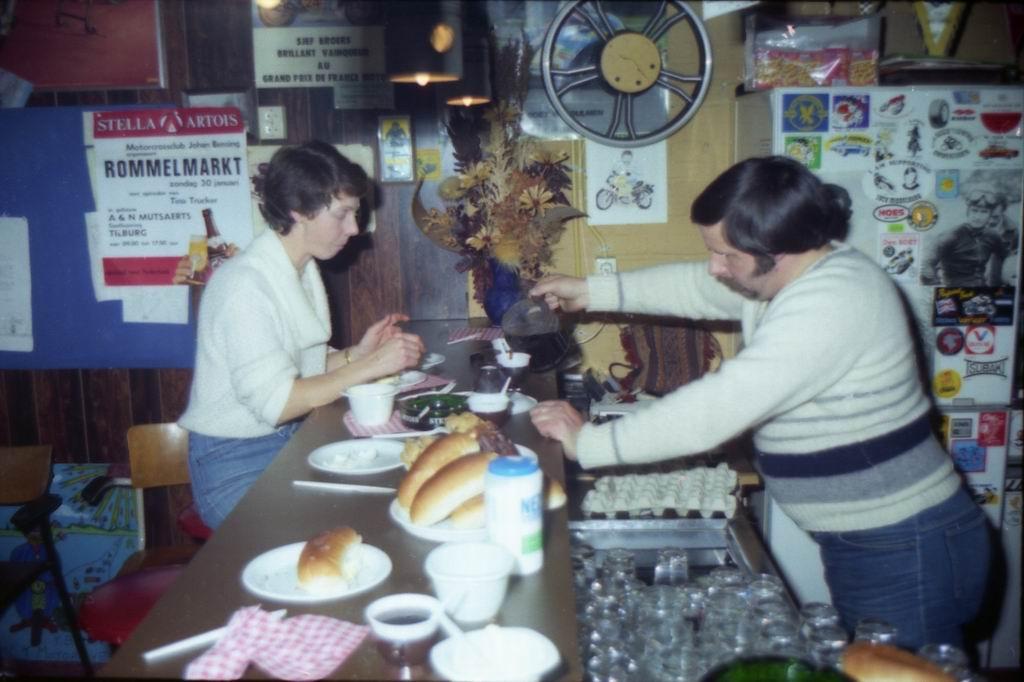 1982 - DMV - MCM Zaalvoetbal 2-24.jpg
