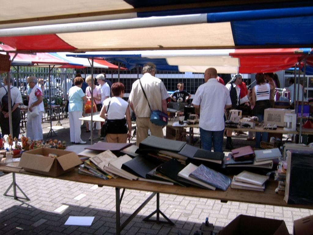 2005 - Rommelmarkt, 26-06 021.jpg