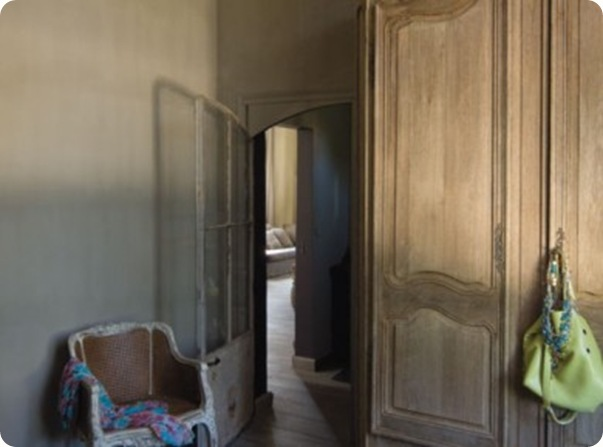 Armoire-en-chene-decapee_carrousel_gallery