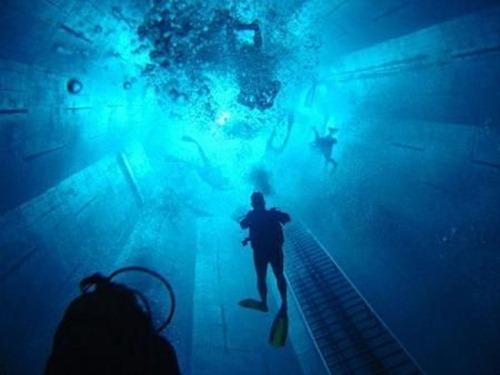Conheça a piscina mais profunda do mundo