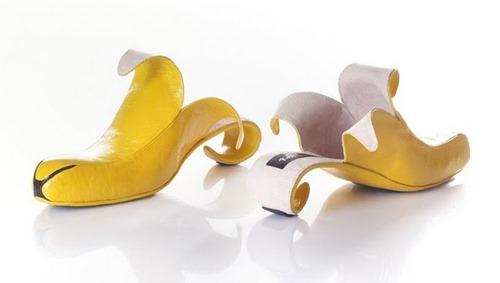 Sapatos estranhos, esquisitos e diferentes