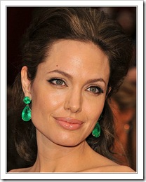 Lorraine Schwartz emerald earrings _Angelina_Jolie_Oscars_2009_xxlarge