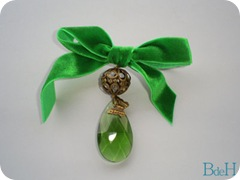 Broche lagrima verde
