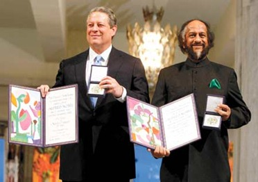Al Gore poses with his NobelPrize