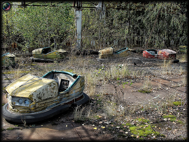 Bumper cars in Pripyat, 2011. In 2011, 25 years after the town of Pripyat was abandoned, the area surrounding Chernobyl still looks like a ghost town. Fan of TotallyCoolPix David Schindler went to Chernobyl and took these amazing photos, which will take you right back into time to 1986. David Schindler