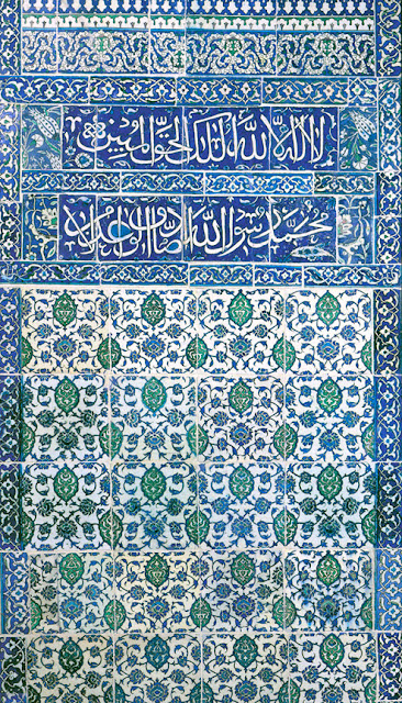 This panel bears two inscriptions in a bold rounded script, on a blue background. Tiles of this type decorate a number of mosques in Damascus built or restored by the Ottoman authorities between 1575 and 1600.