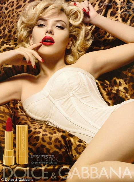 Dolce-and-Gabbana-Scarlett-Johansson-Makeup-Collection-Spring-2010-Campaing-lipstick