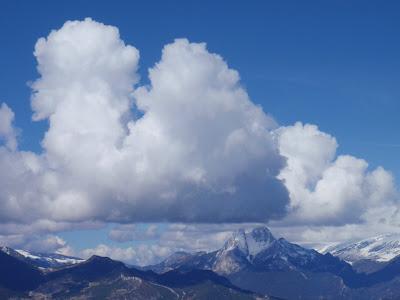 El Pedraforca i un núvol que l'imita