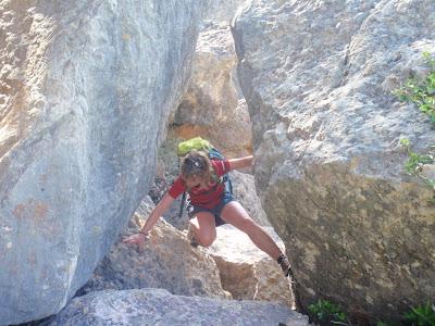 Superant roques abans d'arribar a la via