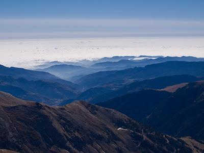 Mirant cap al Ripollès des del cim del Nou Fonts