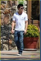 taylor-lautner-la-lunch-01