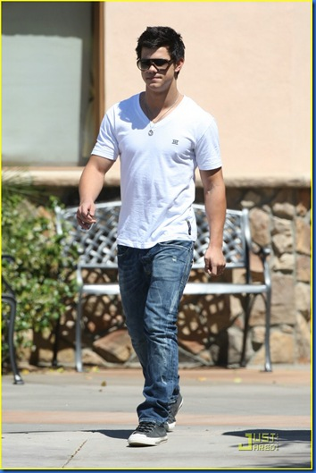 taylor-lautner-la-lunch-03