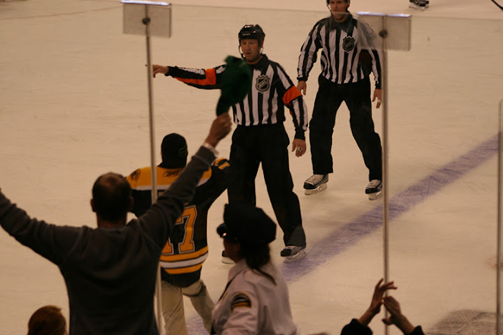 Bruins fans jump on ice at Boston Garden