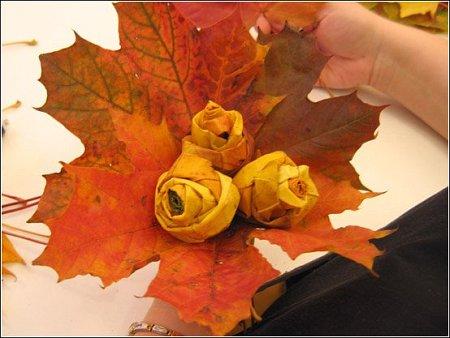 http://lh5.ggpht.com/_q6EEIoA3F3c/SpGId_0EWNI/AAAAAAAAACQ/elC8JTcguMg/s512/art-origami-rose-from-mapple-leaf-14.jpg