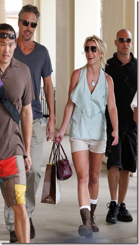 44064_ MAUI_ HAWAII _ Friday August 27_ 2010. Britney Spears and her boyfriend Jason Trewick enjoy some quality time together and hit the shops Maui. Photograph_ Binns_ Breeden_ PacificCoastNews.com __FEE MUST BE AGREED PRIOR TO USAGE__ __E_TABLET_IPAD _ MOBILE PHONE APP PUBLISHING REQUIRES ADDITIONAL FEES__ UK OFFICE__44 131 557 7760_7761 US OFFICE_1 310 261 9676