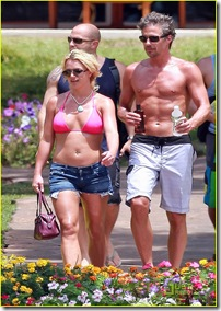 britney-spears-jason-hot-pink-bikini-09