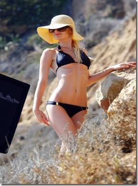 paris-bikini-101810-4