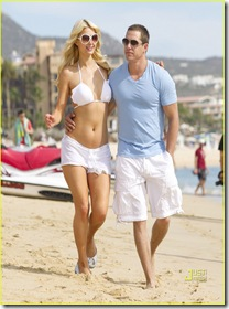 paris-hilton-cy-waits-cabo-new-years-03