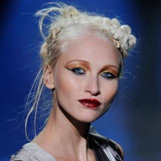 tendance-coiffure-fashion-week-le-blond-ethnique-pour-gwen-stefani-10291282yccyz_1909
